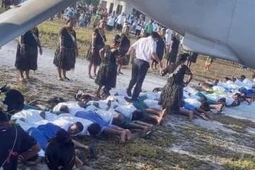 Đằng sau bức ảnh Đại sứ Trung Quốc đi trên lưng người dân Kiribati