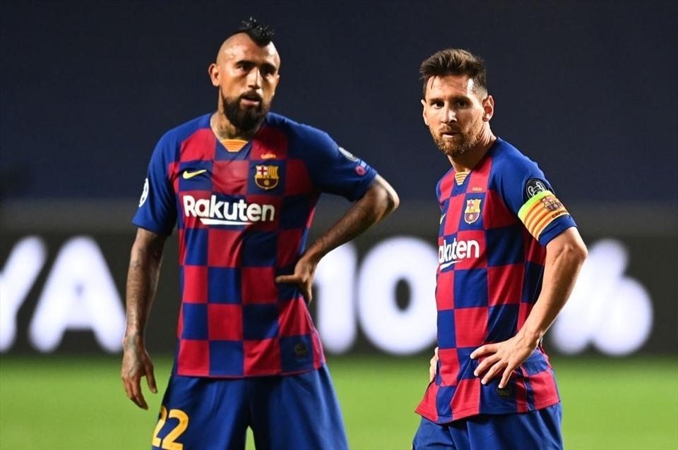 Messi làm rung chuyển Barca sau cuộc gặp HLV Koeman