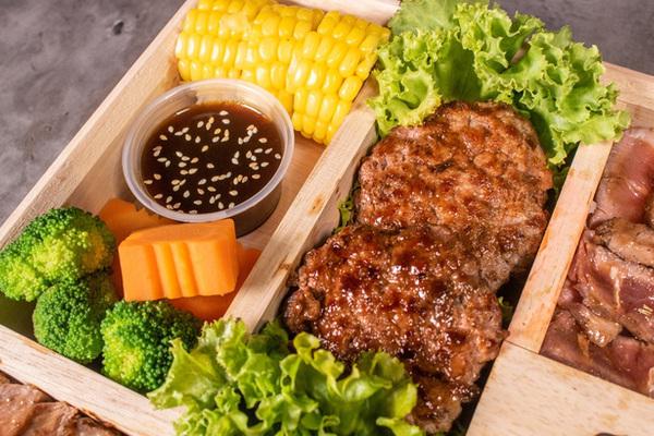 Bên trong hộp cơm đắt nhất Việt Nam, giá bán 'không thể tin nổi' có những gì?