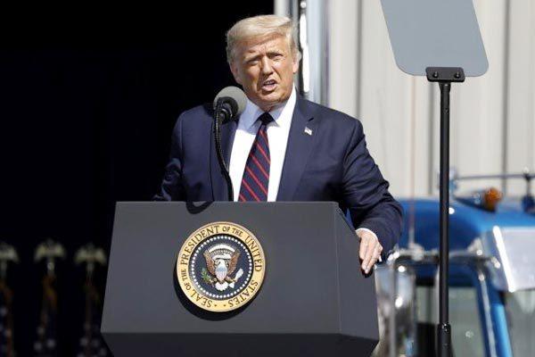 Ông Trump dọa phạt nặng các công ty Mỹ không đưa việc làm về nước