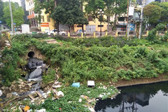 Hanoi river water remains polluted
