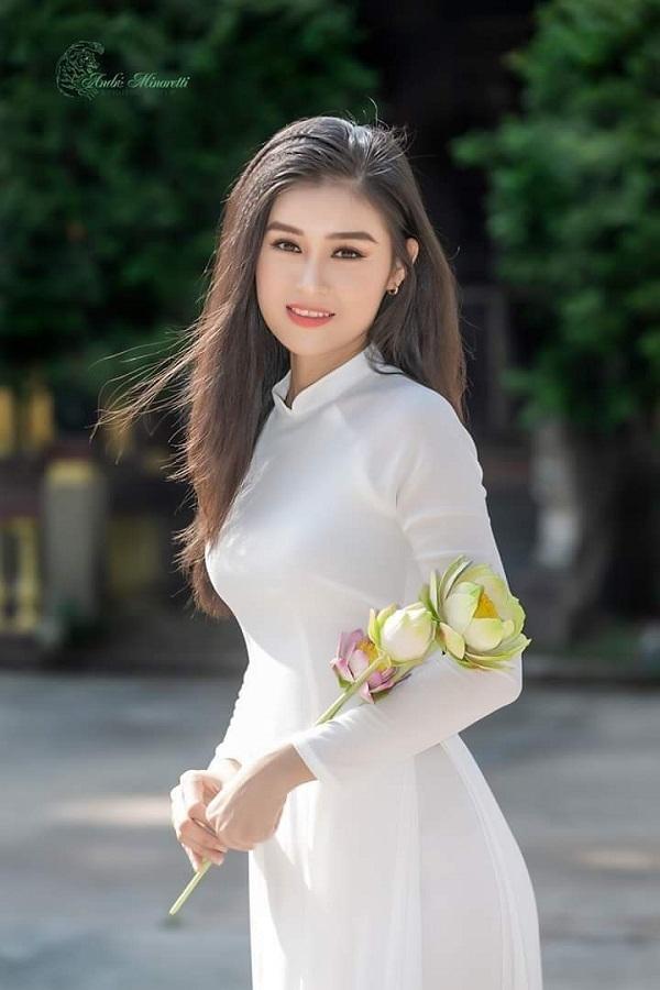 Thí sinh HHVN 2020 gây thương nhớ với áo dài trắng
