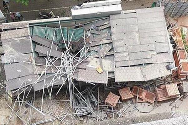 Bốn người rơi từ nhà cao tầng đang thi công, hai người tử vong