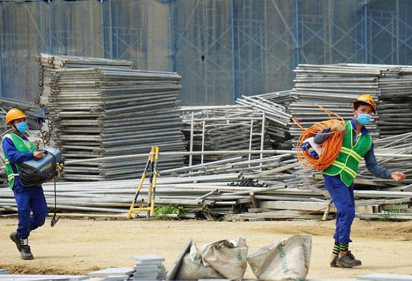Công nhân vào làm việc không đeo khẩu trang sẽ bị phạt cao nhất 1 triệu