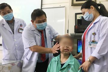 Bé trai 13 tuổi có khối u vòm mũi họng lớn chưa từng có ở Việt Nam