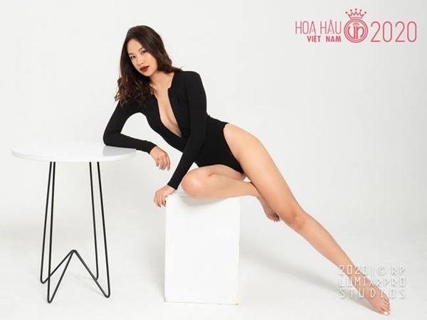 Thí sinh Hoa hậu Việt Nam 2020 gợi cảm với áo tắm