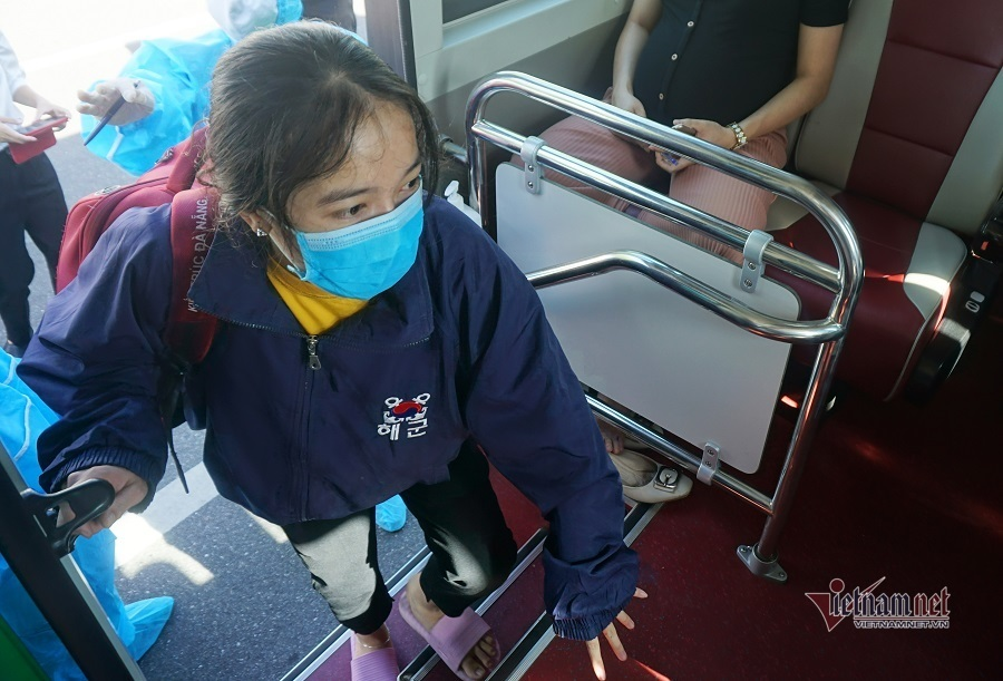 Hơn 700 lao động, sinh viên Quảng Ngãi ở tâm dịch được đưa về quê