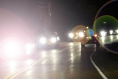Những mẹo hay giúp tài xế không bị lóa mắt khi lái xe trời tối