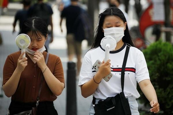 Bùng nổ số ca nhiễm mới Covid-19, Hàn Quốc tái giãn cách xã hội