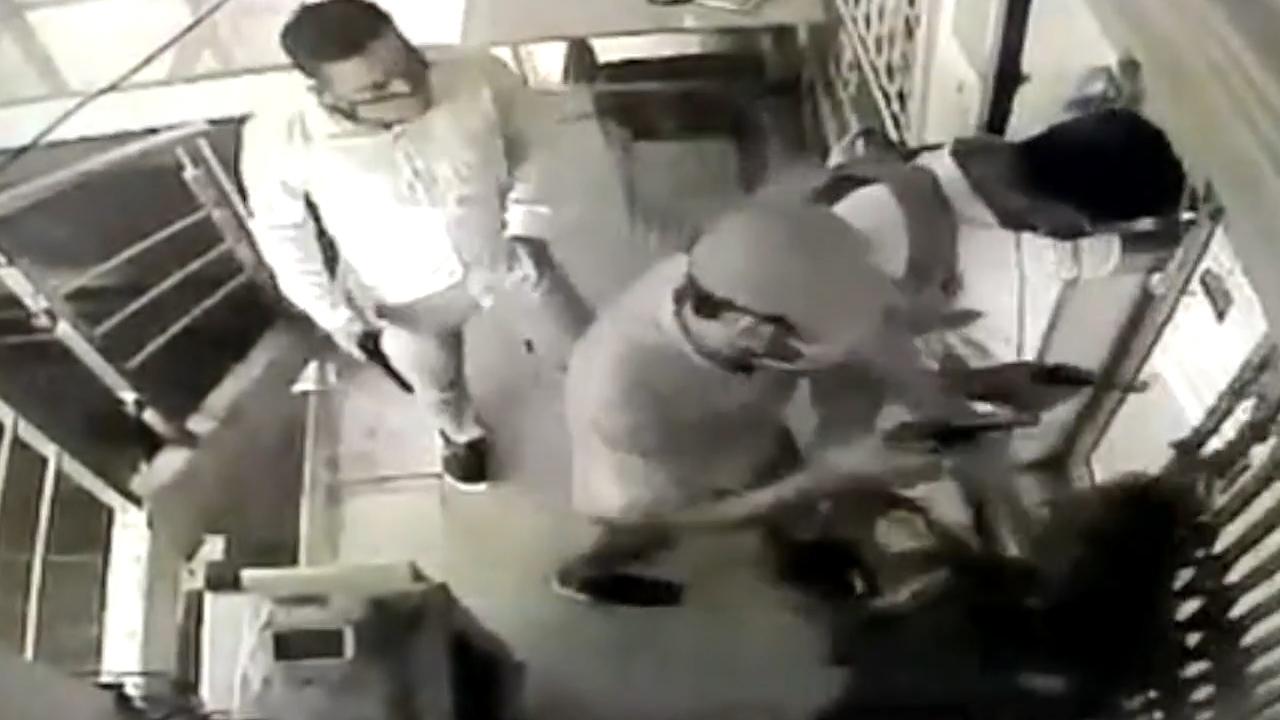 Clip cô gái trộm ví, kẻ quay lén bị phát hiện nóng nhất MXH tuần qua