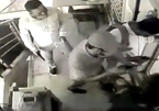 Ba tên cướp có súng tháo chạy vì phản kháng của 1 bảo vệ