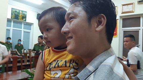 Vỡ òa hạnh phúc khi gia đình nhận lại bé Gia Bảo bị bắt cóc ở Bắc Ninh