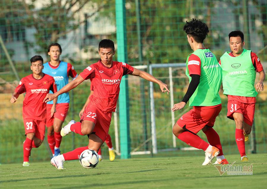 U22 Việt Nam khổ luyện, HLV Park Hang Seo tranh thủ ép cân