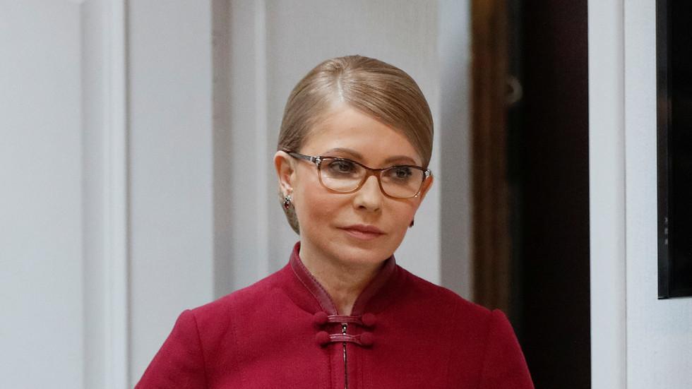 'Nữ hoàng tóc tết' Ukraina nhiễm Covid-19, Nga thử vắc-xin quy mô lớn