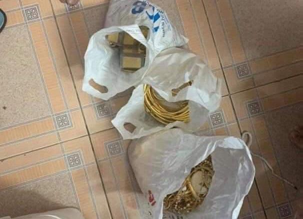 Trộm 350 cây vàng, nghi phạm giấu ở gầm giường nhà bà ngoại