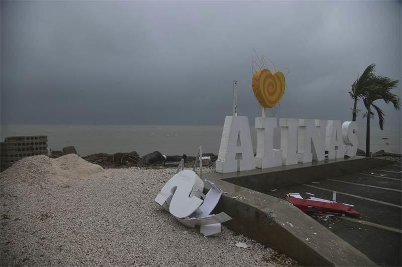 Hai bão lớn dồn dập tiến vào Mỹ, hàng nghìn người sơ tán