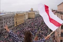 Hàng trăm nghìn người biểu tình kéo đến dinh Tổng thống Belarus
