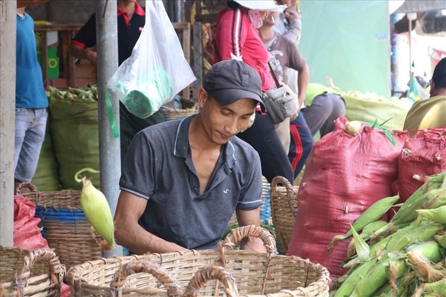Độc đáo ngôi chợ bắp lớn nhất TP.HCM