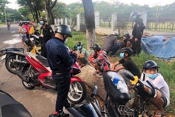 Cảnh sát nổ súng trấn áp nhóm thiếu niên chuẩn bị đi hỗn chiến