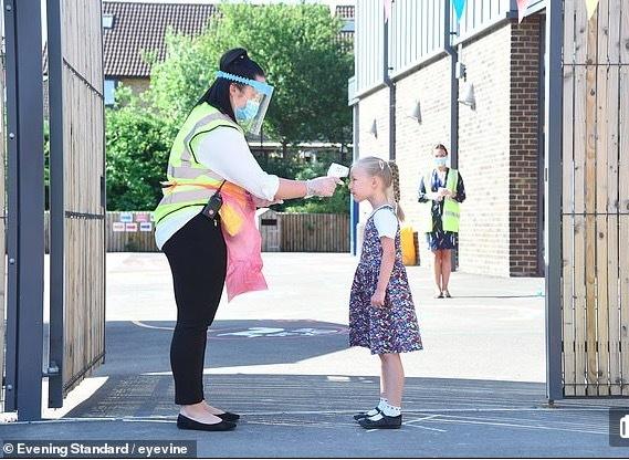 Thủ tướng Anh khẩn cầu phụ huynh cho con tới trường