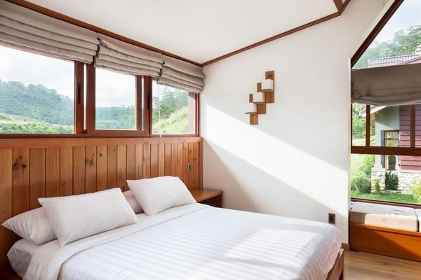 Căn biệt thự gỗ phong cách châu Âu giữa thung lũng