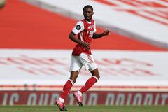Arsenal bán 'ông kễnh' thu về ngay 20 triệu bảng