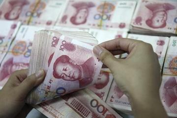 Chật vật gượng dậy, kinh tế Trung Quốc bị núi nợ đè nặng