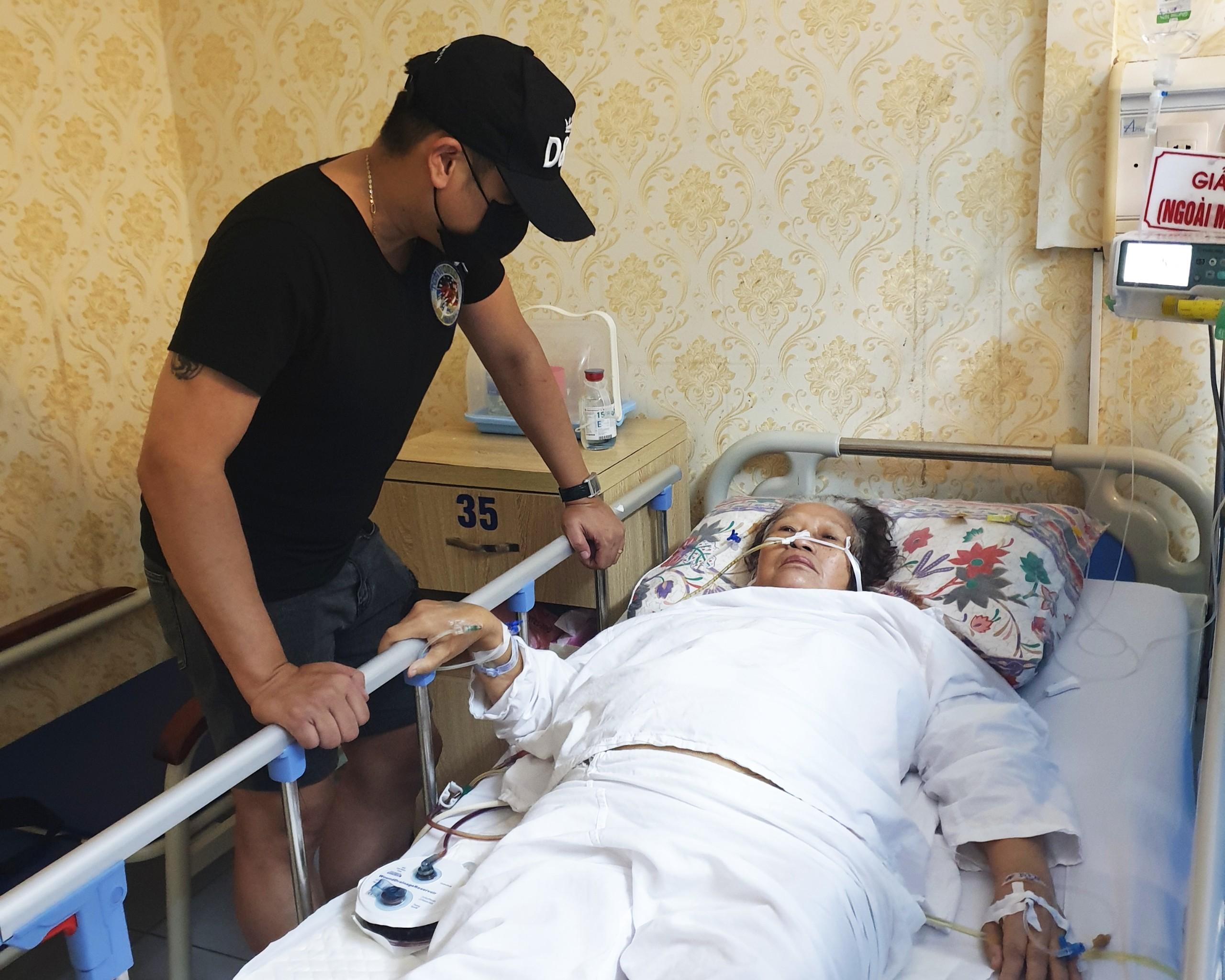 Minh Tiệp bỏ lỡ cơ hội đóng phim, làm MC để chăm mẹ nằm viện