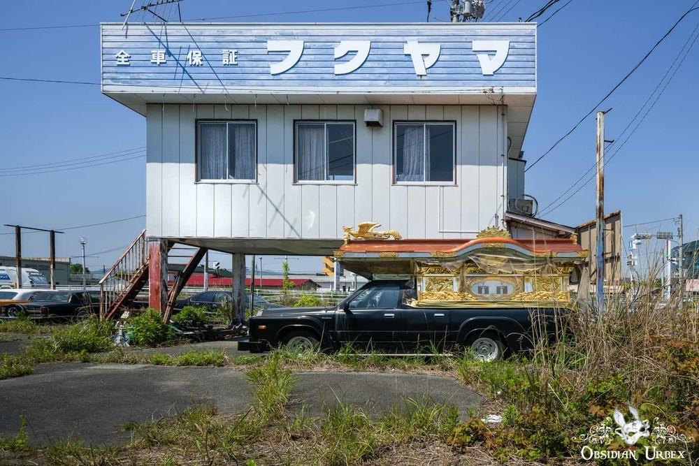 Hàng loạt ô tô bỏ hoang trong thị trấn ở Nhật Bản
