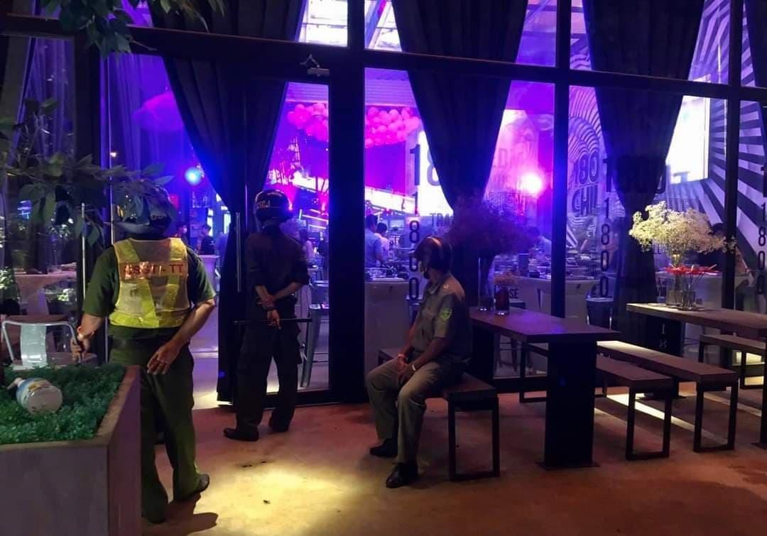 Nhiều sai phạm tại quán bar ở Bình Dương bất chấp lệnh cấm đóng cửa chống dịch