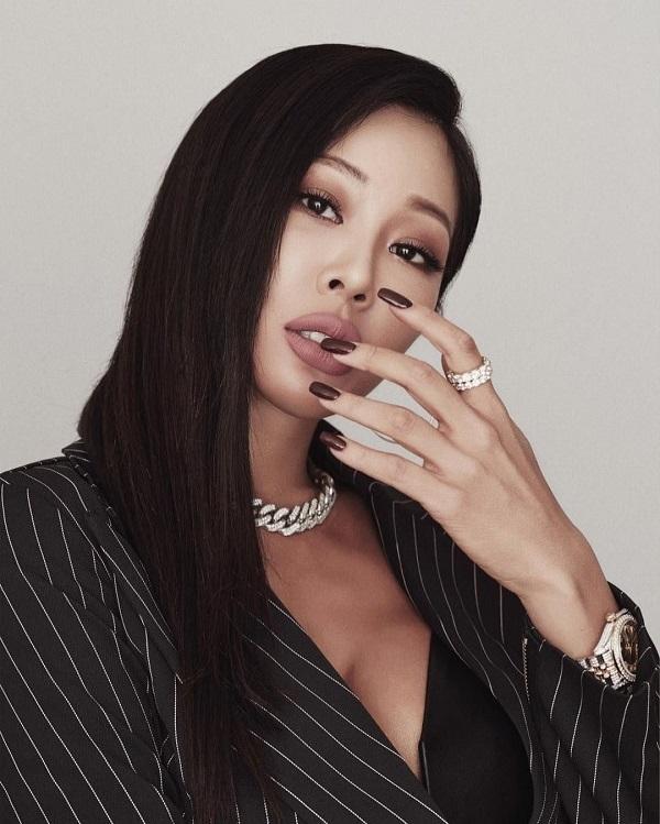 Rapper nổi tiếng Jessi hối hận vì thẩm mỹ làm mặt dữ dằn đáng sợ
