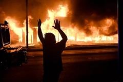 Biểu tình gia tăng, bang Mỹ ban bố tình trạng khẩn cấp