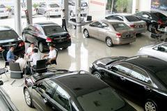 """Giá ô tô giảm hấp dẫn, có nên mua ngay trong """"tháng cô hồn""""?"""