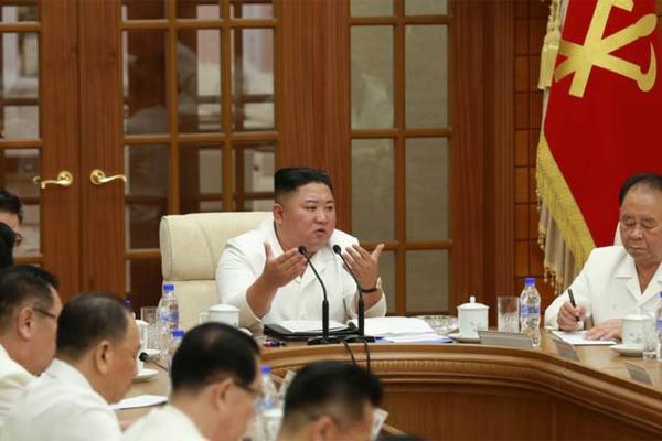 Kim Jong Un họp Bộ Chính trị, lệnh tăng cường chặn Covid-19
