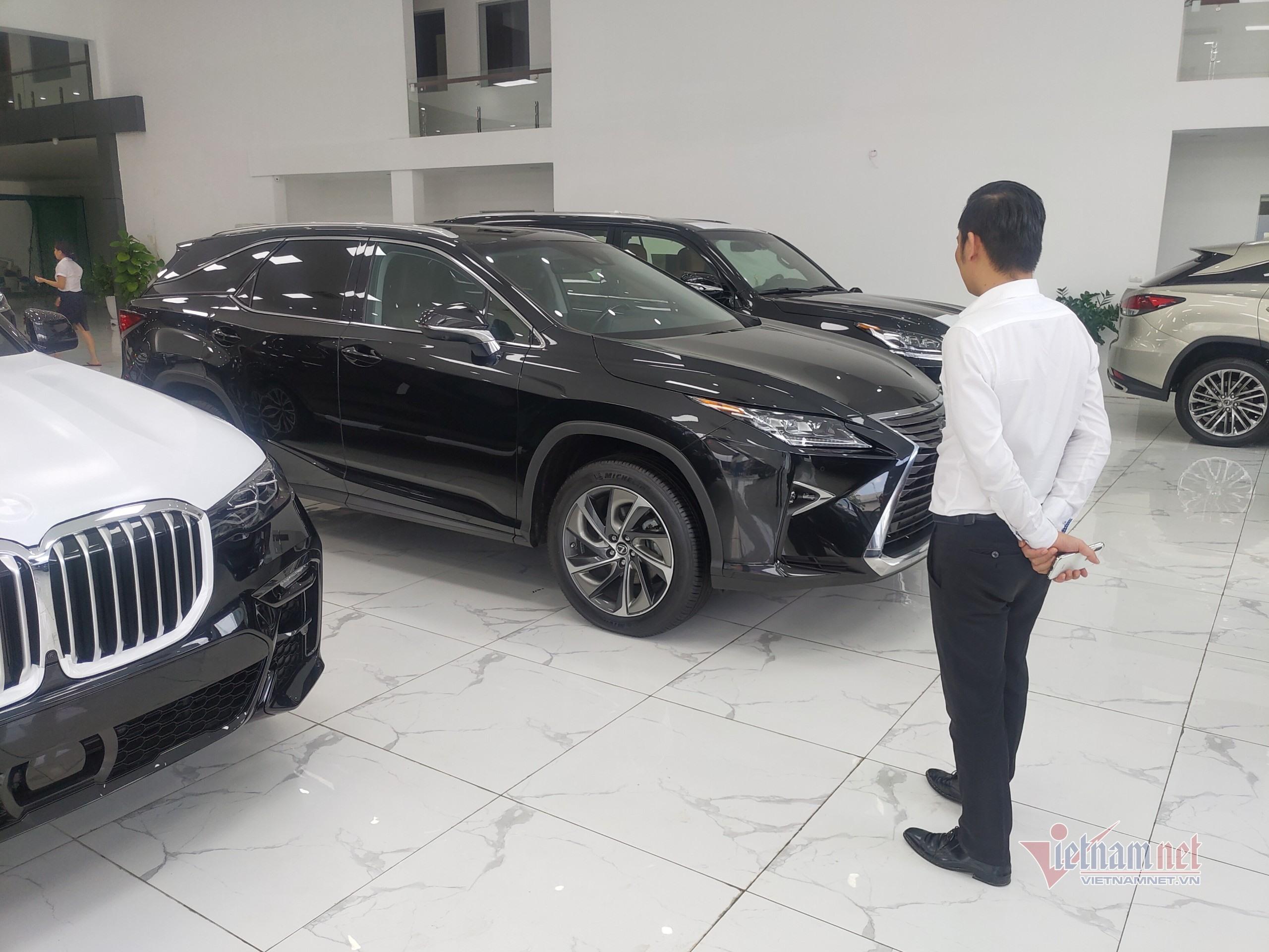 Giá ô tô giảm hấp dẫn, có nên mua ngay trong 'tháng cô hồn'?