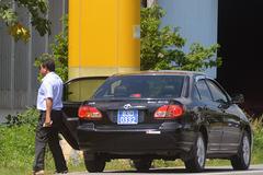 Xe biển xanh chở lãnh đạo huyện đi ăn giỗ nhà Trưởng Ban tổ chức Tỉnh uỷ