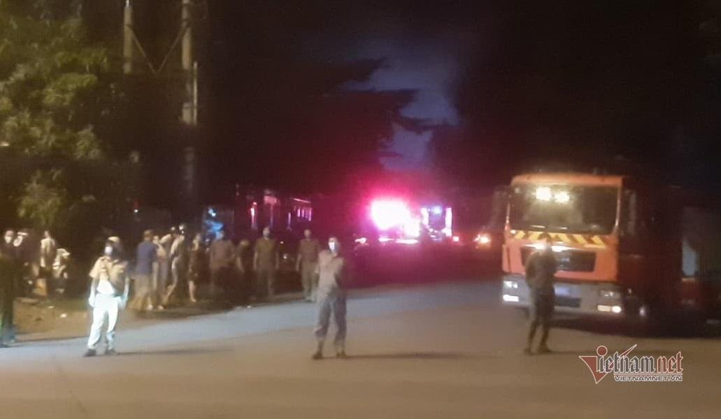Cháy lớn ở kho xưởng rộng 3.000m2 trong khu công nghiệp Tân Tạo
