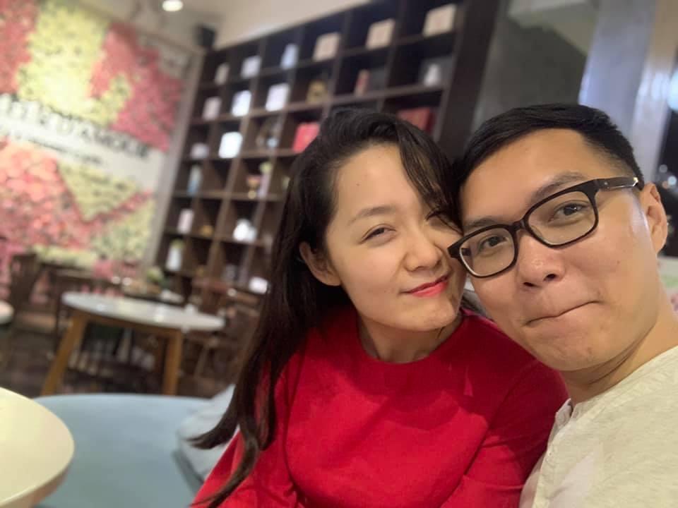 'MC Thời sự 19h trẻ nhất VTV' hé lộ cuộc sống cùng chồng là nhà khoa học