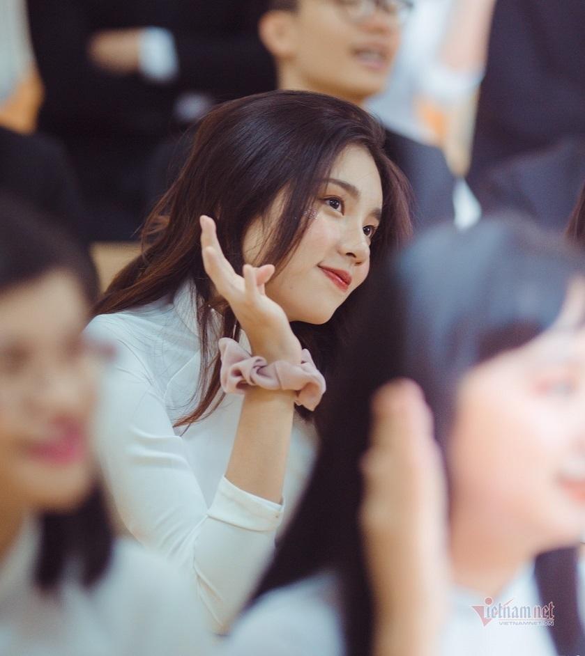 Nữ sinh Hà Nội trở thành thủ khoa khối D với 2 điểm 10