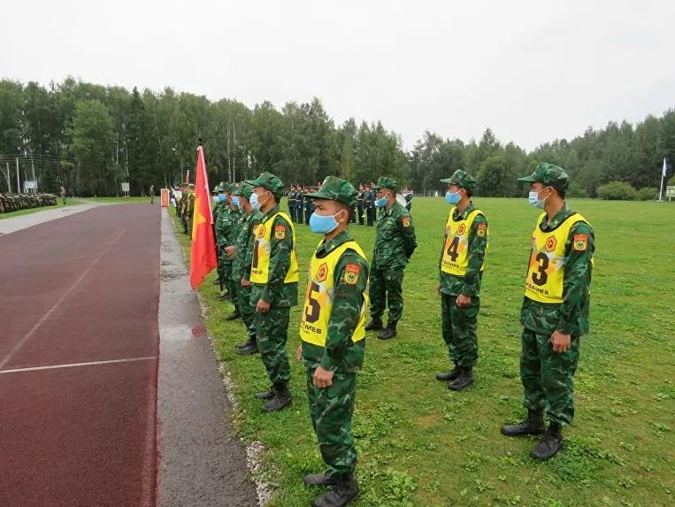 Xem đội tuyển huấn luyện chó nghiệp vụ của Việt Nam tranh tài ở Nga
