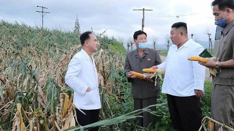 Kim Jong Un đích thân thăm vùng bị bão