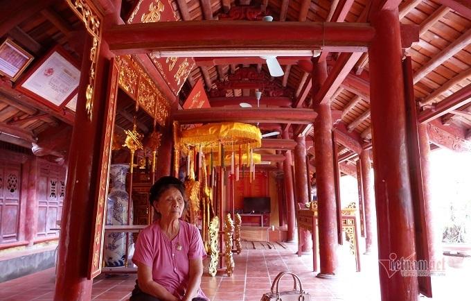 Cổ vật quý trong ngôi nhà trăm tuổi ở Hà Nội, cả dòng họ bảo vệ