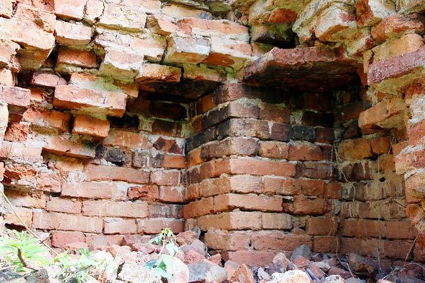 Rare Buddhist tower in Nghe An in ruin