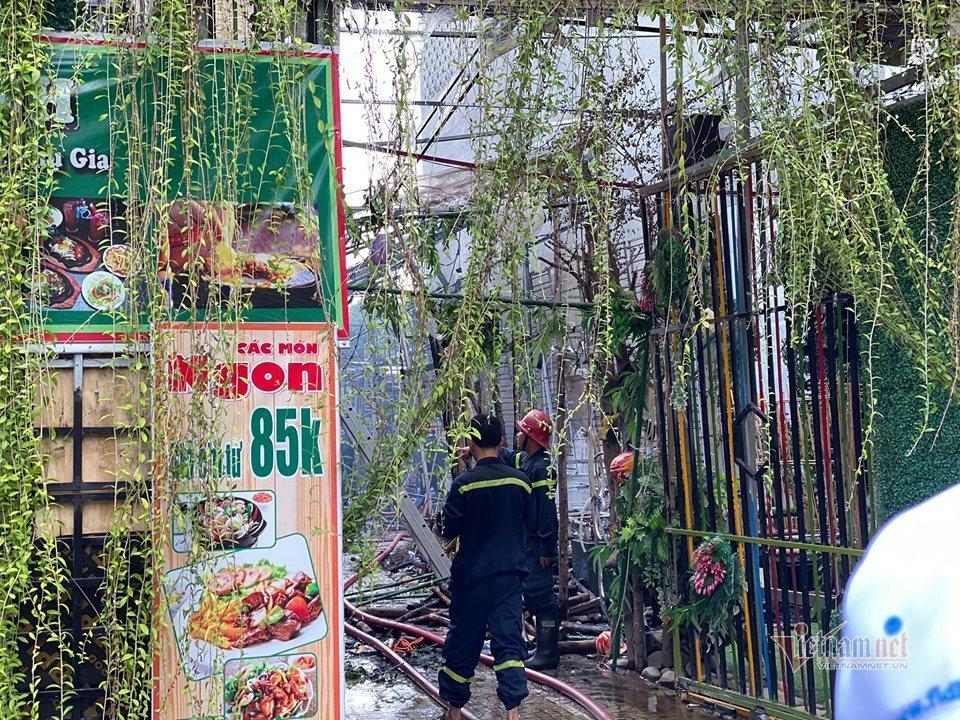 Cháy lớn nhà hàng tiệc cưới ngoài trời ở Sài Gòn