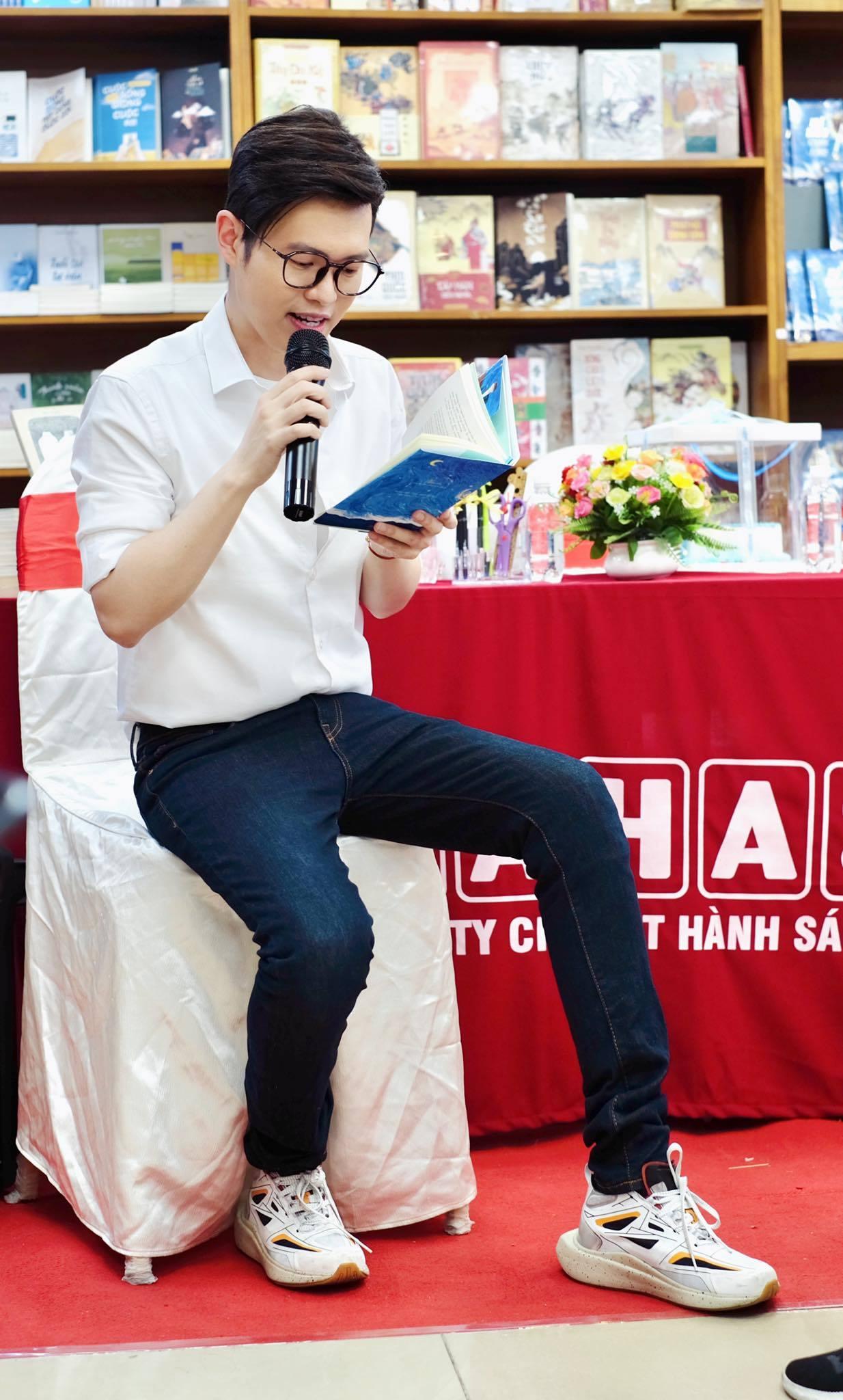Nhà văn Anh Khang: 'Đọc sách giống như đi hẹn hò một người tri kỷ'