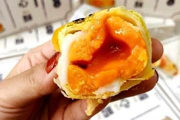 Thông tin giật mình về bánh trung thu trứng chảy gây sốt khắp chợ