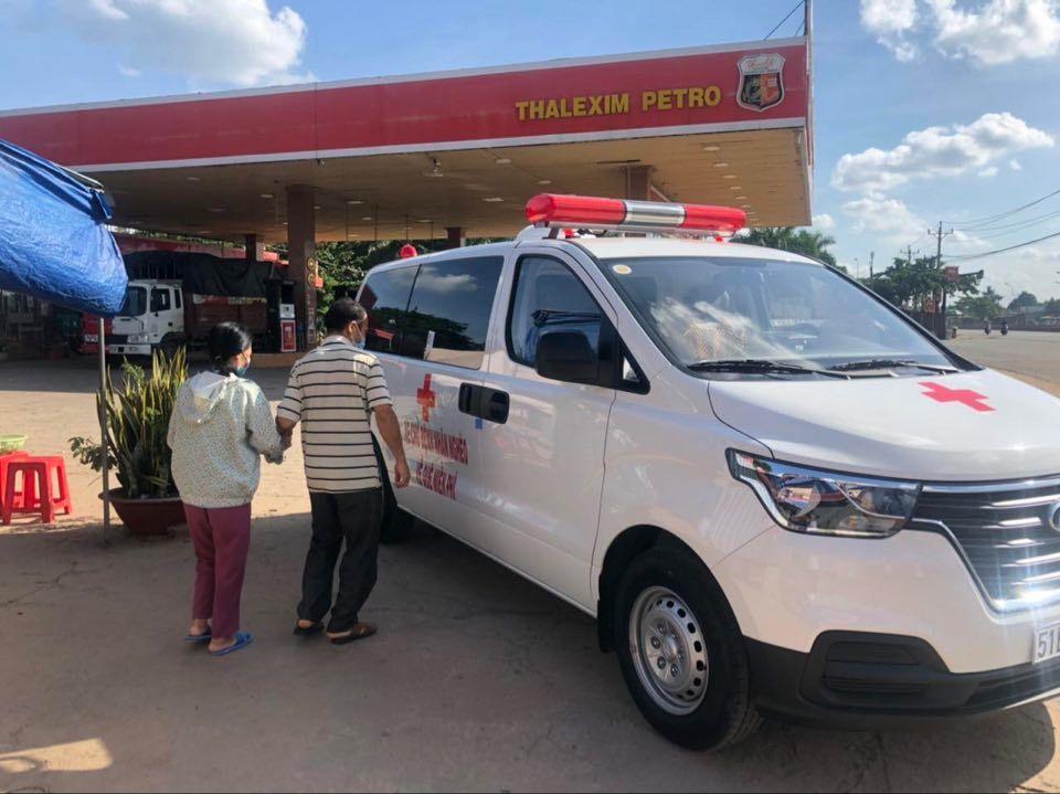 Ông Đoàn Ngọc Hải mua xe cứu thương chở bệnh nhân nghèo về quê