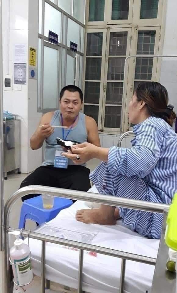 Đi chăm vợ ốm, anh chồng hiến máu cho người lạ, được dân mạng khen hết lời