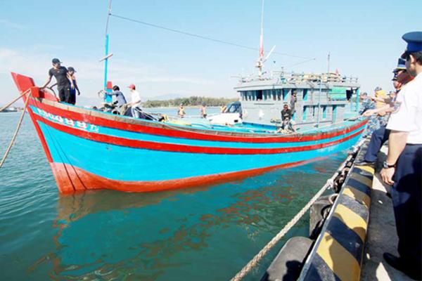 Cảnh sát biển sẵn sàng hỗ trợ ngư dân trong mọi tình huống trên biển