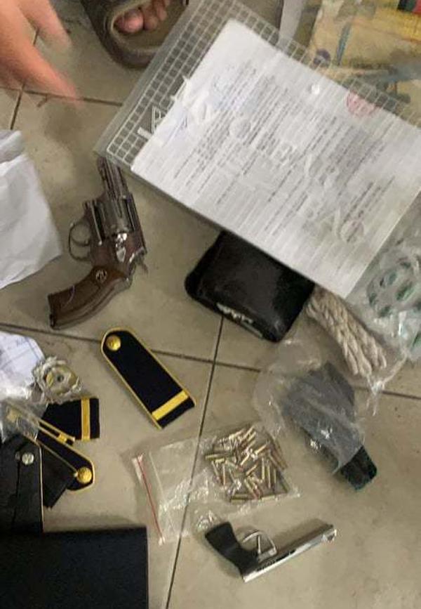 Bảo vệ bệnh viện tàng trữ súng đạn, cả loạt hung khí nguy hiểm